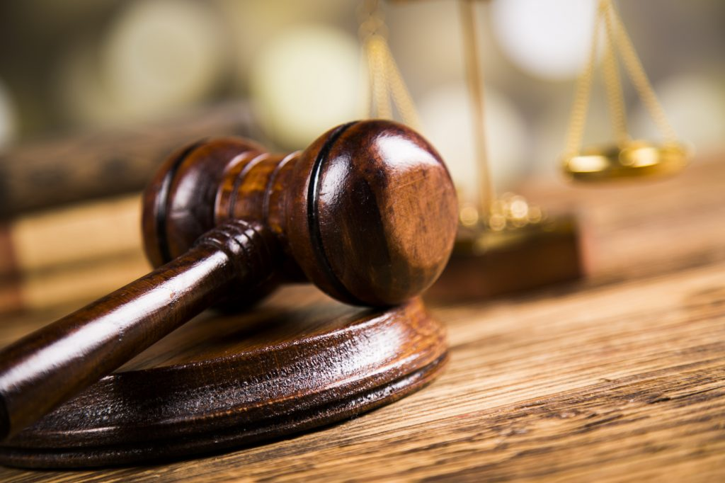 Przepisy przyznające uprawnienie do przekształcenia prawa użytkowania wieczystego w prawo własności osobom fizycznym i prawnym, które uzyskały użytkowanie wieczyste w celu prowadzenia pozarolniczej działalności gospodarczej, są niezgodne z Konstytucją